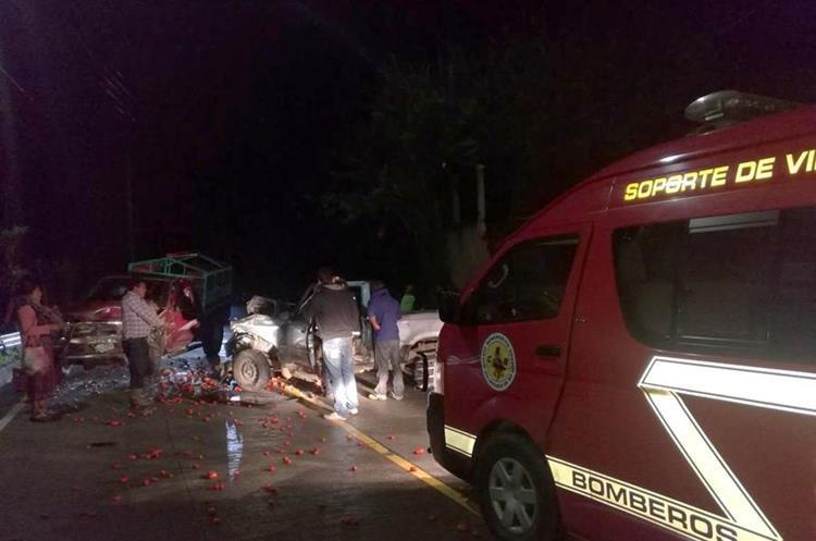 Bomberos auxiliaron a cinco personas, dos en estado de ebriedad. (Foto Prensa Libre: Mike Castillo)