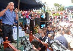 """<p>El presidente hizo entrega de casas en varios municipios del occidente, y en Sibilia, Quetzaltenango se comprometió a entregar la última en diciembre. (Foto Prensa Libre: Carlos Ventura)<br _mce_bogus=""""1""""></p>"""