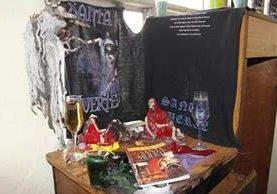 Altar dentro de la vivienda allanada. (Foto Prensa Libre: Erick Ávila)