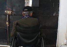 Muchas personas de la tercera edad no viven en condiciones adecuadas en el país. (Foto Prensa Libre: Hemeroteca PL).