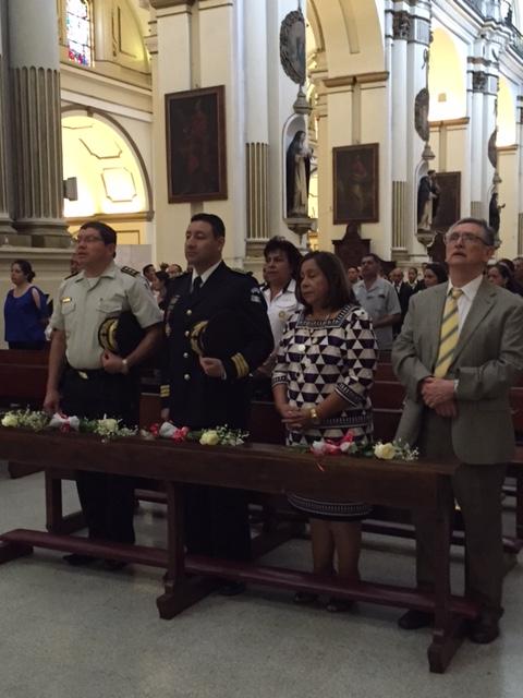 PNC recibe la medalla de Honor como Guardianes de la Virgen del Rosario. (Foto Prensa Libre: PNC)