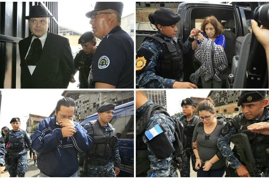 Algunos de los capturados vinculados a contrataciones irregulares en el Registro General de la Propiedad llegan a Tribunales. (Foto Prensa Libre: Paulo Raquec)