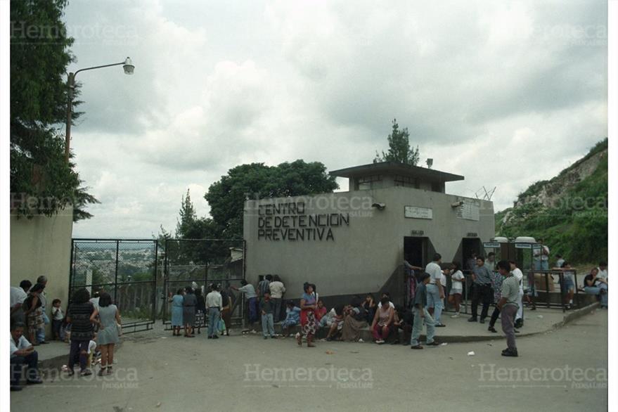 Fachada del Centro Preventivo de la zona 18 donde se fugan varios reclusos. (Foto: Hemeroteca PL)