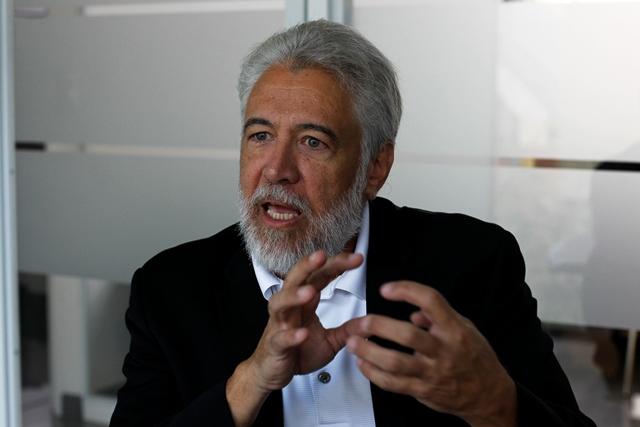 Hugo Cuevas Mohr presentará, en Antigua Guatemala, un análisis sobre las remesas. (Foto Prensa Libre: Paulo Raquec)