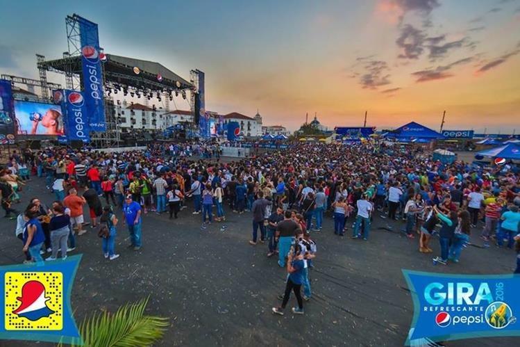 Así lucía el ambiente en Explanada Cayalá, previo al concierto del reguetonero colombiano. (Foto Prensa Libre, tomada del Facebook de Pepsi)