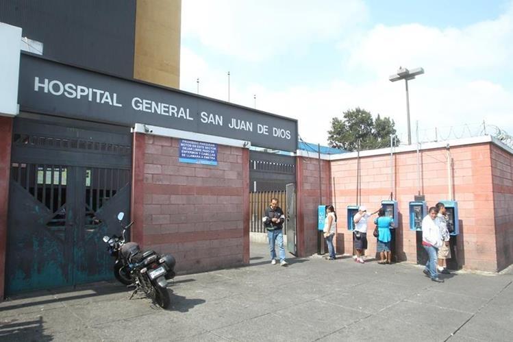 El reo y su custodio habrían escapado por la emergencia del Hospital General, en la zona 1. (Foto Prensa Libre: Hemeroteca PL)