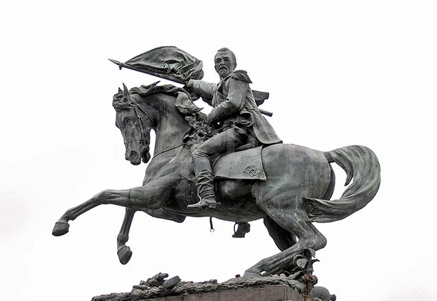 Monumento a Justo Rufino Barrios ubicado en la plaza Barrios en la zona 1 de la capital. (Foto: Hemeroteca PL)