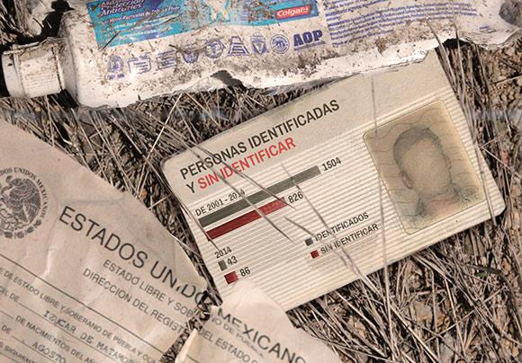 Una pasta dental y documentos personales de identificación. (Foto: diario.mx).