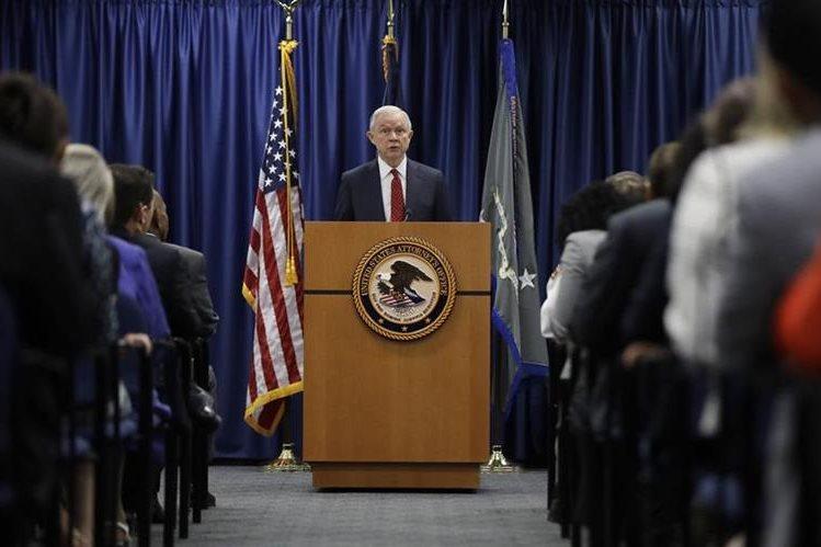 Jeff Sessions, habla en la Oficina del Procurador de Estados Unidos en Filadelfia.(AP).