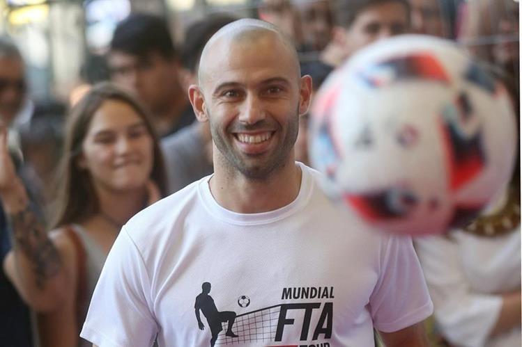 Mascherano durante la presentación de la primera Copa del Mundo de Futbol Tenis. (Foto Prensa Libre: EFE)
