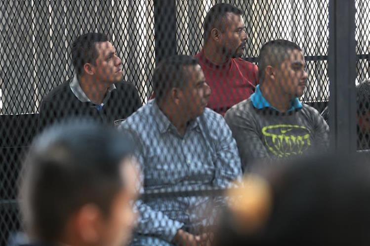 Guardaespaldas del alcalde de Las Cruces, Petén, fueron ligados a proceso penal por asesinato y portación ilegal de armas de fuego. (Foto Prensa Libre: Carlos Hernández)