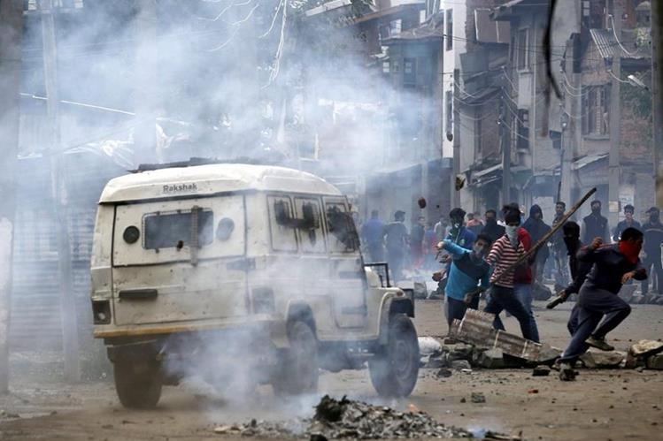 Cachemira india sufre una serie de ataques y violentas protestas. (Foto Prensa Libre: EFE)