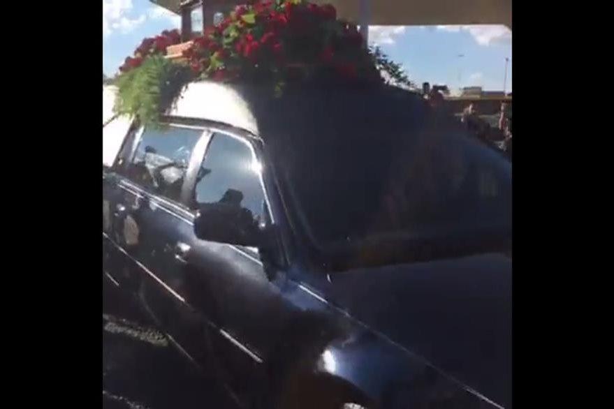 Carroza fúnebre transporta los restos de Juan Gabriel. (Foto Prensa Libre: Hemeroteca PL)