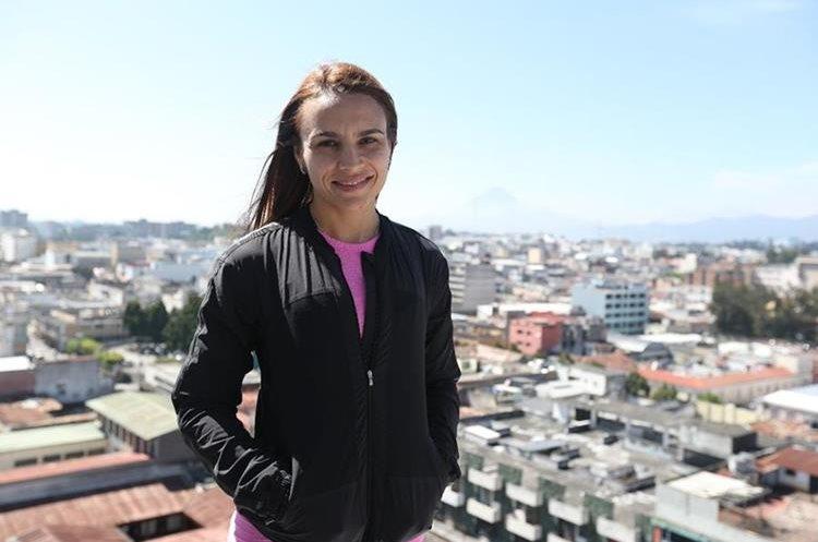 Alejandra Duarte ascenderá el volcán de Agua en el octavo día. (Foto Prensa Libre: Jorge Ovalle)