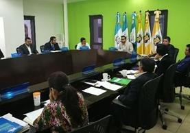 Sesión de Concejo de Mixco, cuando el alcalde Neto Bran hizo la propuesta de fotalecer la Policía Municipal, con cien agentes más. (Foto Prensa Libre: Oscar Felipe Q.)