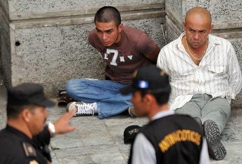 Dos de las personas capturadas, sospechas de proteger a Mauro Salomón Ramírez. (Foto Prensa Libre: AFP)