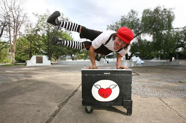 El artista Panchorizo acompaña a Ricardo Arjona en su gira Circo Soledad. (Foto Prensa Libre: HemerotecaPL)