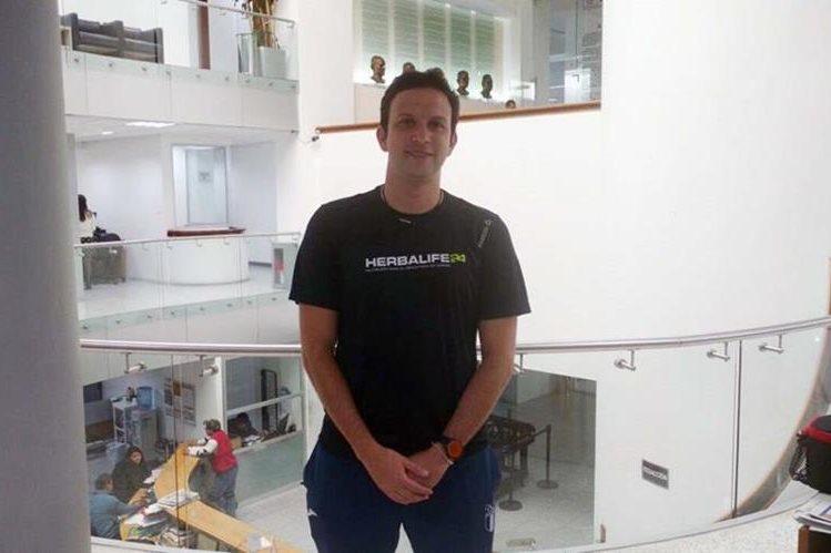 El badmintonista guatemalteco, Kevin Cordón, que visita Prensa Libre, espera tener un 2017 lleno de compromisos. (Foto Prensa Libre: Hemeroteca PL)
