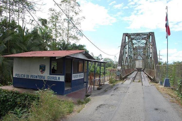 El nuevo puente será de 260 metros de largo y 17 metros de ancho. (Foto Prensa Libre: static.panoramio.com)