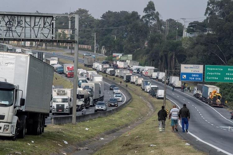 Gobierno de Brasil ordenó despejar rutas bloqueadas por huelguistas