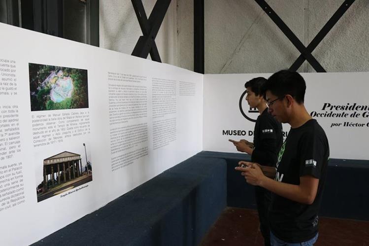 Voluntarios que trabajaron en la habilitación del museo hacen pruebas de aplicación digital antes del acto de inauguración, que será hoy por la tarde. (Foto Prensa Libre: María José Longo)