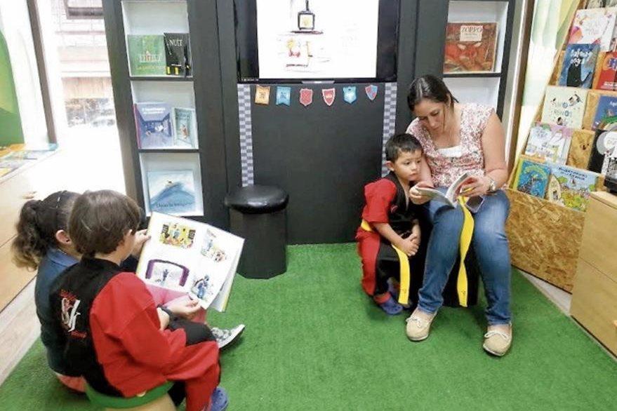 El Reino de los Libros es una librería especializada en literatura infantil. Entre sus actividades tienen cuentacuentos y presentaciones de libros. La librería se encuentra en el Kilómetro 15.5 Carretera a El Salvador, Edificio Plaza Concepción. Teléfono 6637-2972.