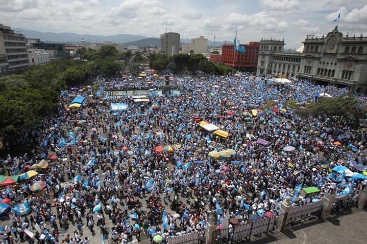El paro nacional, efectuado el 27 de agosto de este año, concentró a más de 100 mil guatemaltecos en la Plaza de la Constitución. (Foto Prensa Libre: Hemeroteca PL)