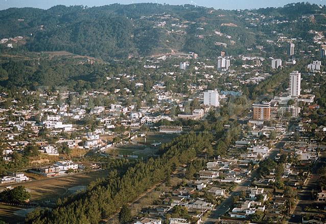 La ciudad se extendió fuera de sus límites originales. Panorámica de Vista Hermosa en la década de 1990. (Foto: Hemeroteca PL)
