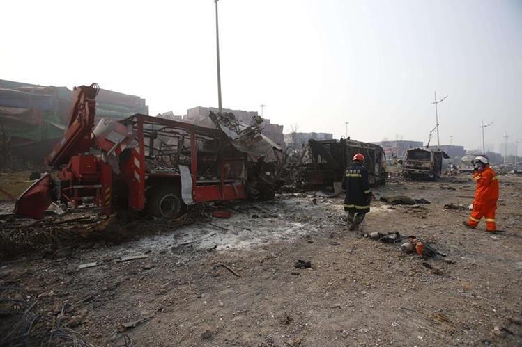Entre víctimas mortales hay 21 socorristas. (Foto Prensa Libre: AFP)