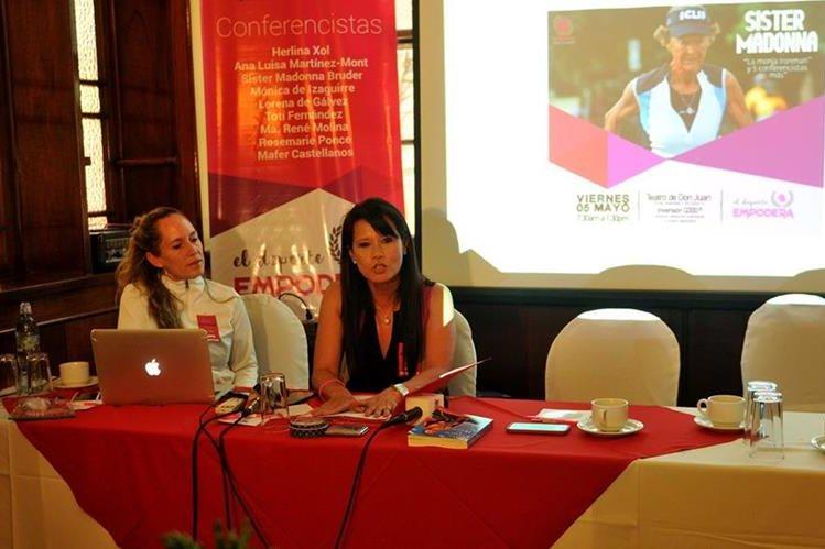 La junta directiva de Poderosas, dio a conocer la conferencia el Deporte Empodera. (Foto Prensa Libre: Gloria Cabrera)
