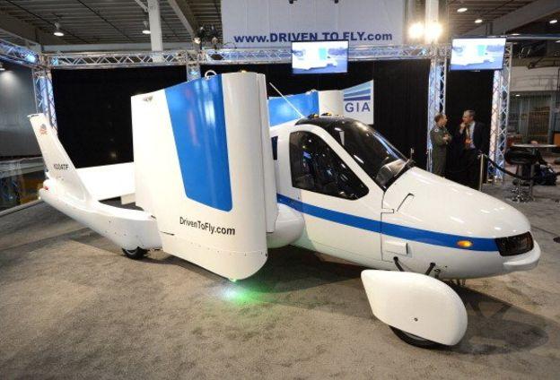Auto volador de Terrafugia, que fue presentado en Nueva York, en 2012. (GETTY IMAGES)