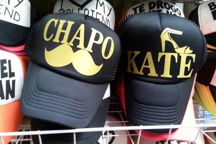 Gorras alusivas al Chapo Guzmán y Kate del Castillo se venden en México. (Foto Prensa Libre: EFE).