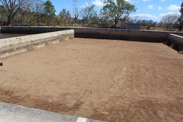 <p>Uno de los tanques, conocido como Los Filtros, dejó de ser utilizado ante la escasez de agua. (Foto Prensa Libre: Óscar González)</p>