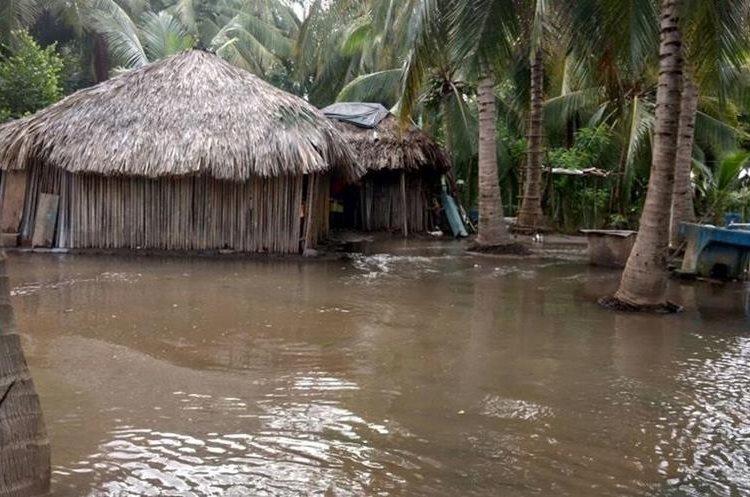 Las familias del caserío Los Almendros, La Blanca, San Marcos, sufren cada año por inundaciones.