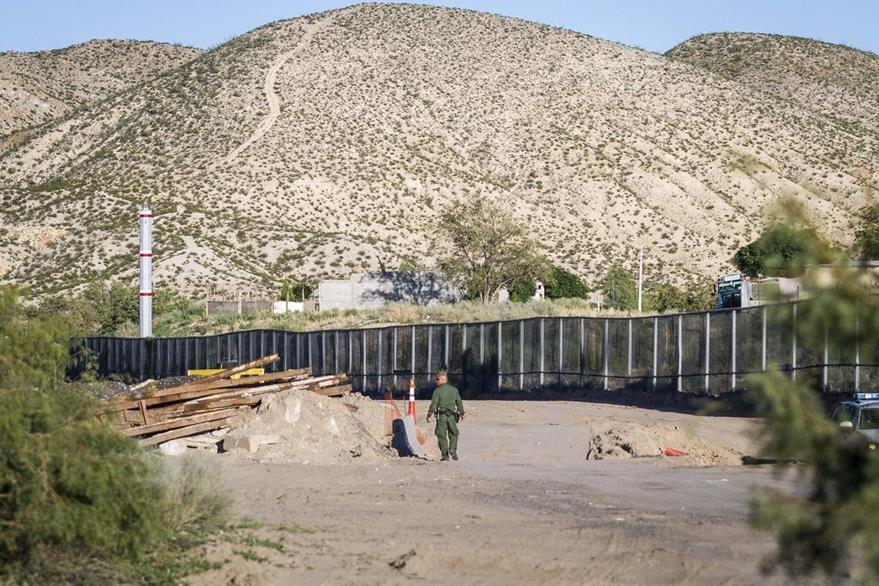 El muro de acero construido en la localidad de Sunland Park, en Nuevo México.(EFE).