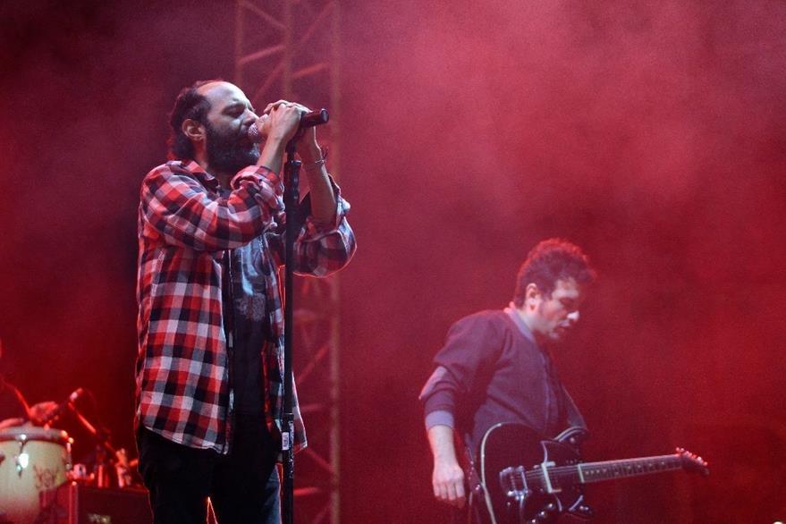 El grupo Bohemia Suburbana fue aclamado por sus seguidores en Xela. (Foto Prensa Libre: María José Longo)