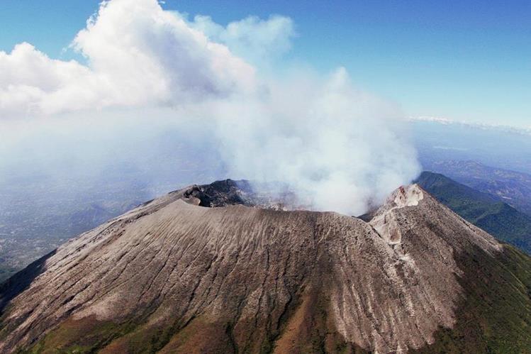 El volcán de Chaparrastique en erupción es uno de los atractivos turísticos salvadoreños.