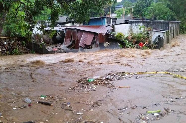 Vivienda inundada por el desborde del río Meza en Coatepeque, Quetzaltenango, durante la primera temporada de lluvia 2017. (Foto Prensa Libre: Hemeroteca PL)