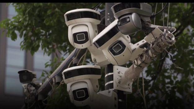 Muchas de las cámaras de las calles de China están equipadas con tecnología de reconocimiento facial.