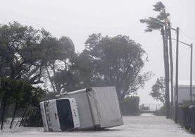 Inundaciones, destrucción y lamento ha dejado el huracán Irma en Florida. (Foto Prensa Libre: EFE)