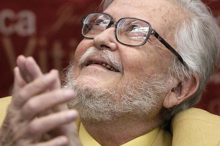 El autor nació en 1935 y ha escrito ensayo, literatura infantil, narrativa, poesía y teatro (Foto Prensa Libre: AFP).