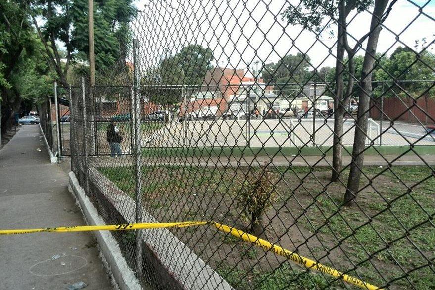 El tiroteo se registró en medio de un encuentro deportivo en la zona 12. (Foto Prensa Libre: Estuardo Paredes)