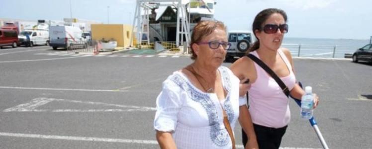 <em>Josefa Hernéndez, acompañada de su hija Minerva Zerpa.</em>