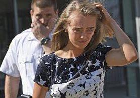 Michelle Carter podría enfrentar una condena de 20 años, luego de haber sido hallada culpable de haber incitado a suicidarse a su novio. (Foto Prensa Libre: AP)