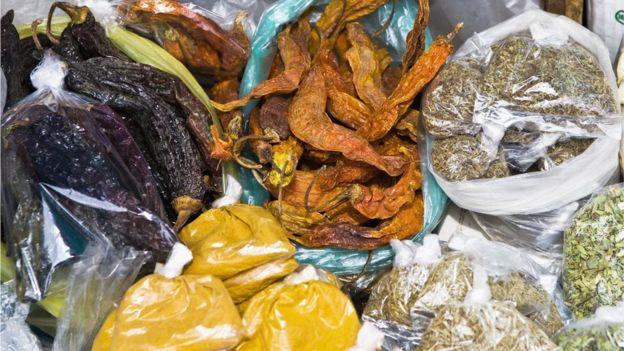 Puede que no sea el condimento más usado, pero sí es posible encontrarlo en los mercados populares de la región. (GETTY IMAGES)