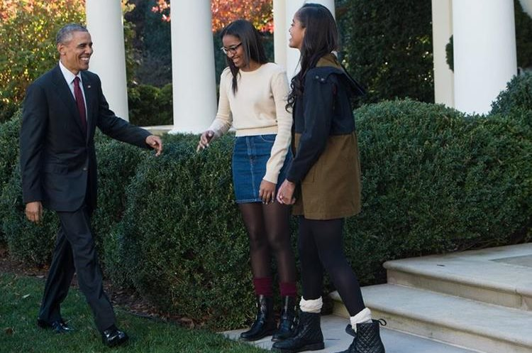 "US President Barack Obama laughs with daughters Malia (R) and Sasha before ""pardoning"" the National Thanksgiving Turkey in the Rose Garden at the White House in Washington, DC, on November 25, 2015.  The President pardoned Honest and his alternate Abe, both 18-week old, 40-pound turkeys. The names of the turkeys were chosen from submissions from California school children. After the pardoning, the turkeys will be on display for visitors at their permanent home at Morven Park's ""Turkey Hill,"" the historic turkey farm located at the home of former Virginia Governor Westmoreland Davis (1918-1922) in Leesburg, Virginia.  AFP PHOTO/NICHOLAS KAMM"