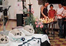 Las Santas Calaveras de Petén son parte de un ritual religioso. Se cree que los cráneos que se exponen en San José son de los primeros sacerdotes que llegaron al lugar.