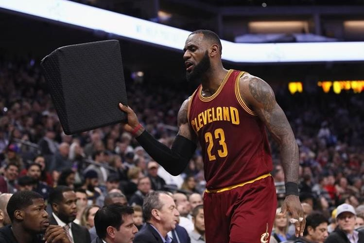 LeBron James había anunciado tiempo atrás que ya no formaría parte del equipo estadounidense. (Foto Prensa Libre: AFP)