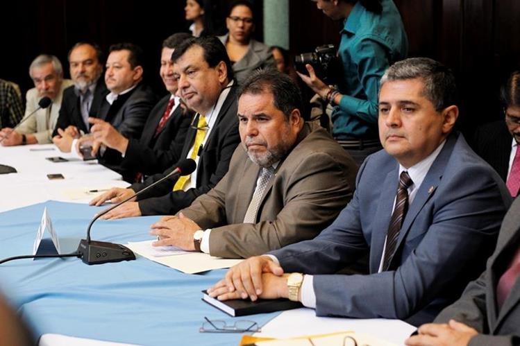 El Consejo Superior Universitario y directores de unidades de la Usac acuden al Congreso para solicitar apoyo con un préstamo. (Foto Prensa Libre: Paulo Raquec)