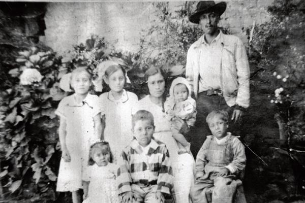 Familia Maroquín  Santos, de Zaragoza, a la que por varias generaciones han llamado los Jarros, por lo que el negocio familiar lleva ese nombre.